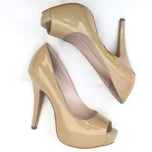 VINCE CAMUTO Nude Patent Leather Heels Size 6